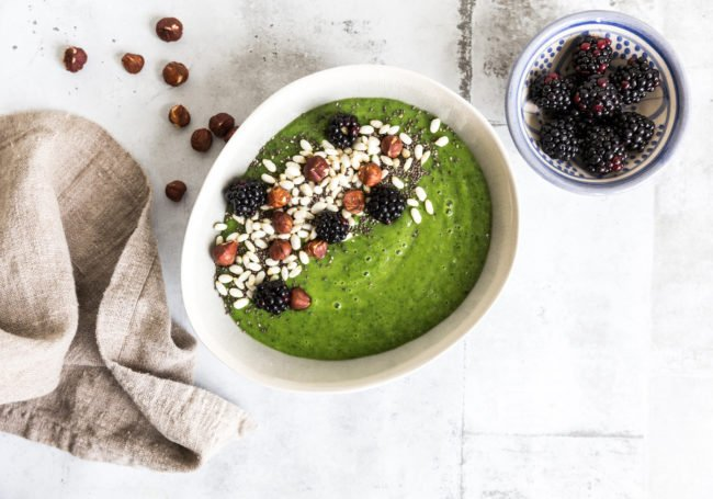Fiber-smoothie bowl med nøtter